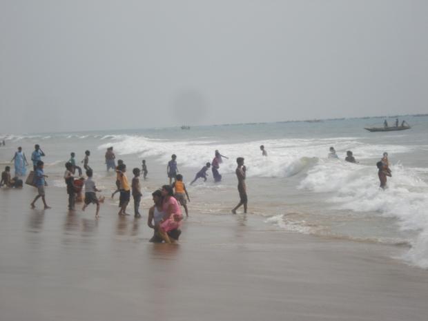 Puri beach - sari swimwear, icon dunking, fishing boats...